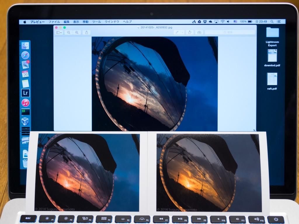 同じ写真であるにも関わらず、Macのディスプレイ、左下の印刷結果、右下の印刷結果はすべて色合いが異なる。原因は、カラーマネジメントの設定ミスだった。